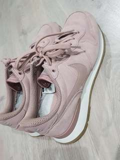 Nike Internationalist SE - Particle Pink  EXCELLENT CONDITION