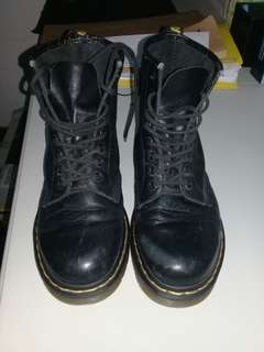 Dr. Martens smooth 1460 size 7.5 US