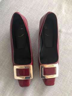 excellent condition Authentic Roger Vivier wine red patent pumps - 35 - fits 5.5-6