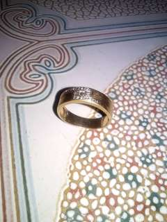 10 carat gold ring with diamonds 5.5g