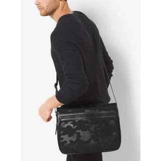 MICHAEL KORS 33F6TPKM7R PARKER LARGE BALLISTIC MESSENGER BAG FOR MEN