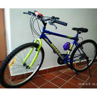 Aleoca 26'' mountain bicycle (almost brand new)+free front&rear light, lock, hand pump (unused)