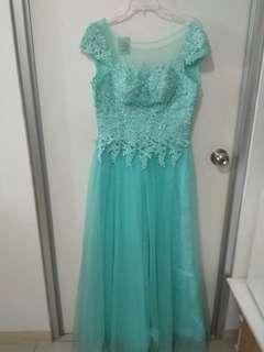 Gaun pesat / gaun prewedding