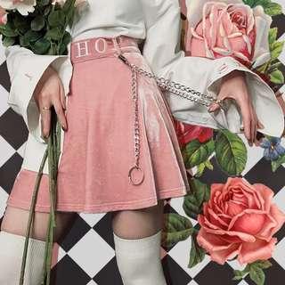 🚚 【黑店】原創設計 限量款重磅西洋棋主教絲絨刺繡高腰短裙 粉紅色絲絨短裙 個性穿搭少女心穿搭