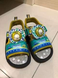 兒童鞋15號。賤兔涼鞋有LED燈。adidas 布鞋