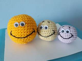Family Smiley balls