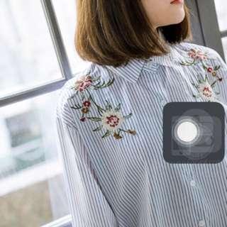 🚚 Queenshop刺繡花圖案條紋襯衫