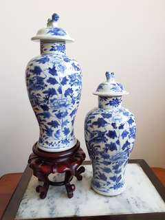 A pair of old Chinese vase