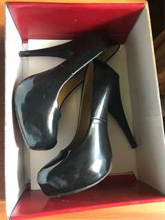 Parisan black pumps heels