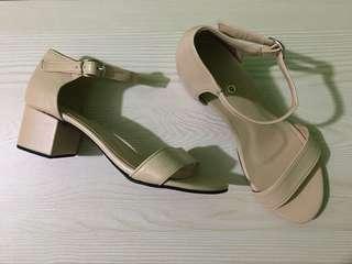 """FAYE"" in Beige Customizeable Sandals"