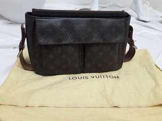 Louiss Vuitton Cite NEGO