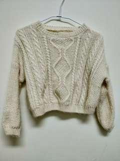 米白色短版毛衣