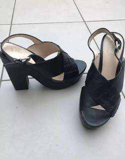 Size 11/42 Wittner Black leather platform wedges