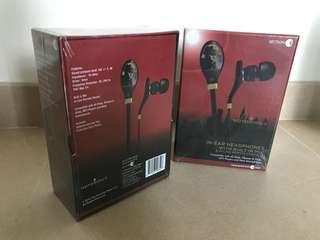 In-ear headphone with built in mic x2