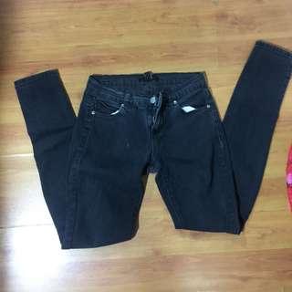 Black FOREVER 21 skinny jeans