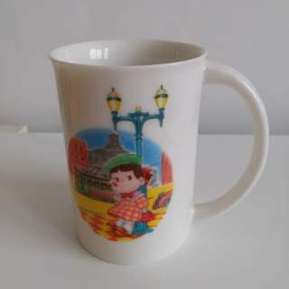 日本製,牛奶妹骨瓷杯,私人珍藏多年。Bone China Mug ,Made in Japan ,Peko Table Collection 。
