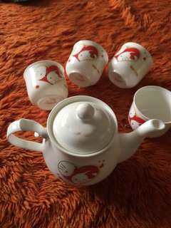 Hello Kitty Fine Bone China Tea Set with 24k Gold Trim Tea