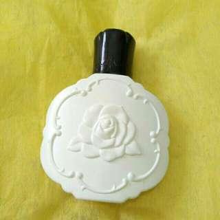 Anna Sui Protective fluid foundation B03