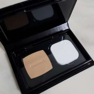 Chanel Vitalumiere Compact Powder Foundation SPF 10 PA+++ #20 Beige 3g With Sponge