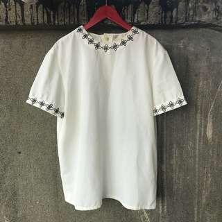 🚚 可愛古著 純白刺繡花邊後釦上衣