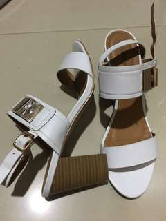 Mendrez White Sandal
