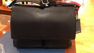 ECCO Hickson Messenger Bag w/price tag