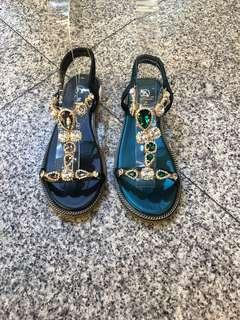 🚚 #女款平底水鑽涼鞋 👉👉2色36.37.38.39.40 🦋🦋現貨特價$390