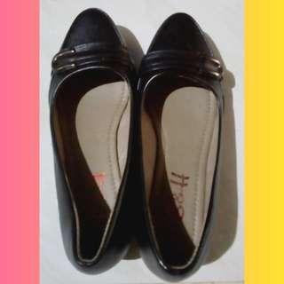 S & H Black Shoes