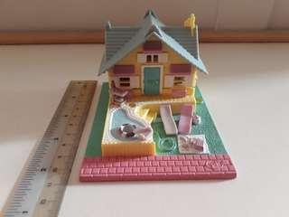 Polly Pocket summer cottage: Pollyville (1993)