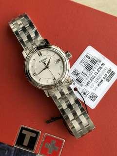 瑞士TISSOT天梭瑞士TISSOT天梭港灣石英精鋼帶男女情侶表T097.410.11.038.00錶盤直徑:女29 /男40mm。無論你是在會議室,還是高檔餐廳,港灣腕錶都能表現出濃郁優雅氣息和低調的審美理念。這種特質令它在多年以後仍能讓人耳目一新