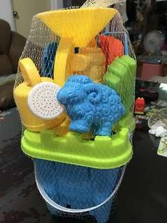 🚚 沙灘城堡桶玩具(全新)