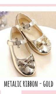 Ribbon gold shoes