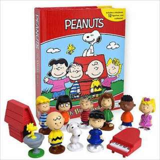 BNIB: Peanuts Snoopy My Busy Book including 12 figurines and a playmat