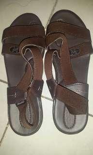 Sandal wanita bata