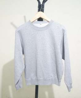 Sweater by uniqlo