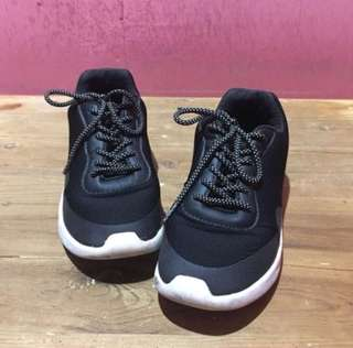 Sneakers black pull and bear