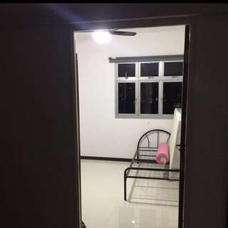 rent room in sembawang (cheap)(immediate move in)