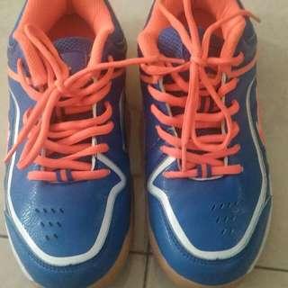 Sepatu badminton original lining