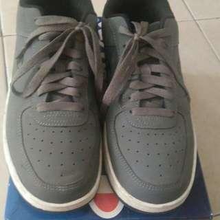Sepatu champion original baru 2x pakai size 39