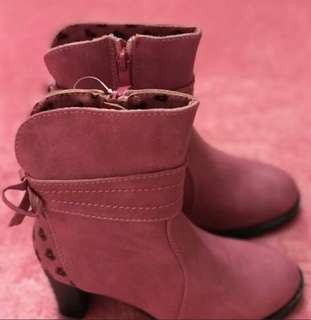 Barbie Boots Mall Pull out