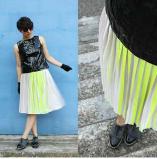 H&M neon pleated skirt