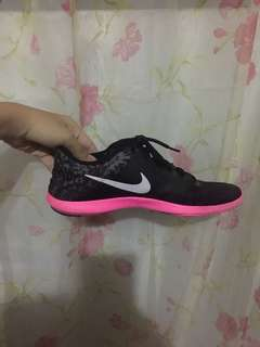 BLACK AND PINK NIKE RUNNING SHOES