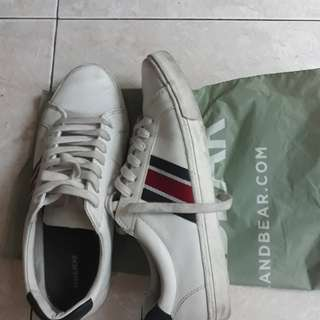 Sepatu / sneakers pull&bear putih size 43 like new / zara h&m converse nike adidas