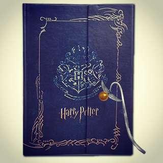 Harry Potter Notebook (Notebook, pen, bookmark)