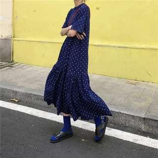 ins超火寶藍色波點印花圓領顯瘦短袖連衣裙寬松下擺皺摺拼接長裙