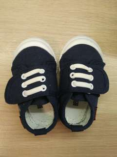 Boys shoes size 22