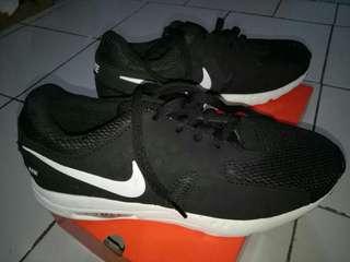 Sepatu Nike cowo