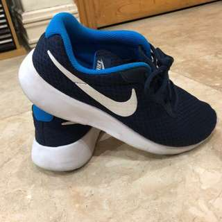 Pre loved original Nike rubber shoes