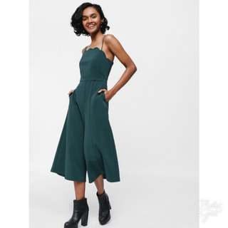 Jarano Scalloped Neck Flared Midi Jumpsuit in Forest Green