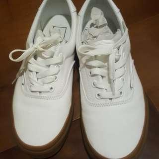 🚚 vans焦糖底小白鞋